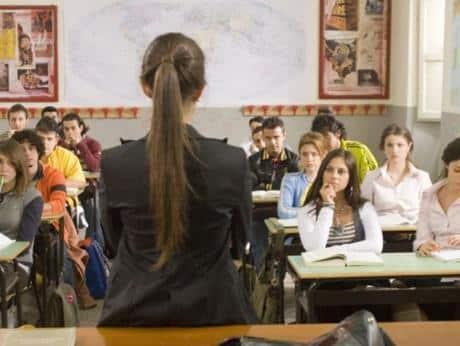 una maestra precaria in classe
