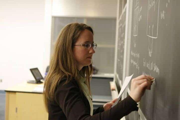 la foto di una docente precaria